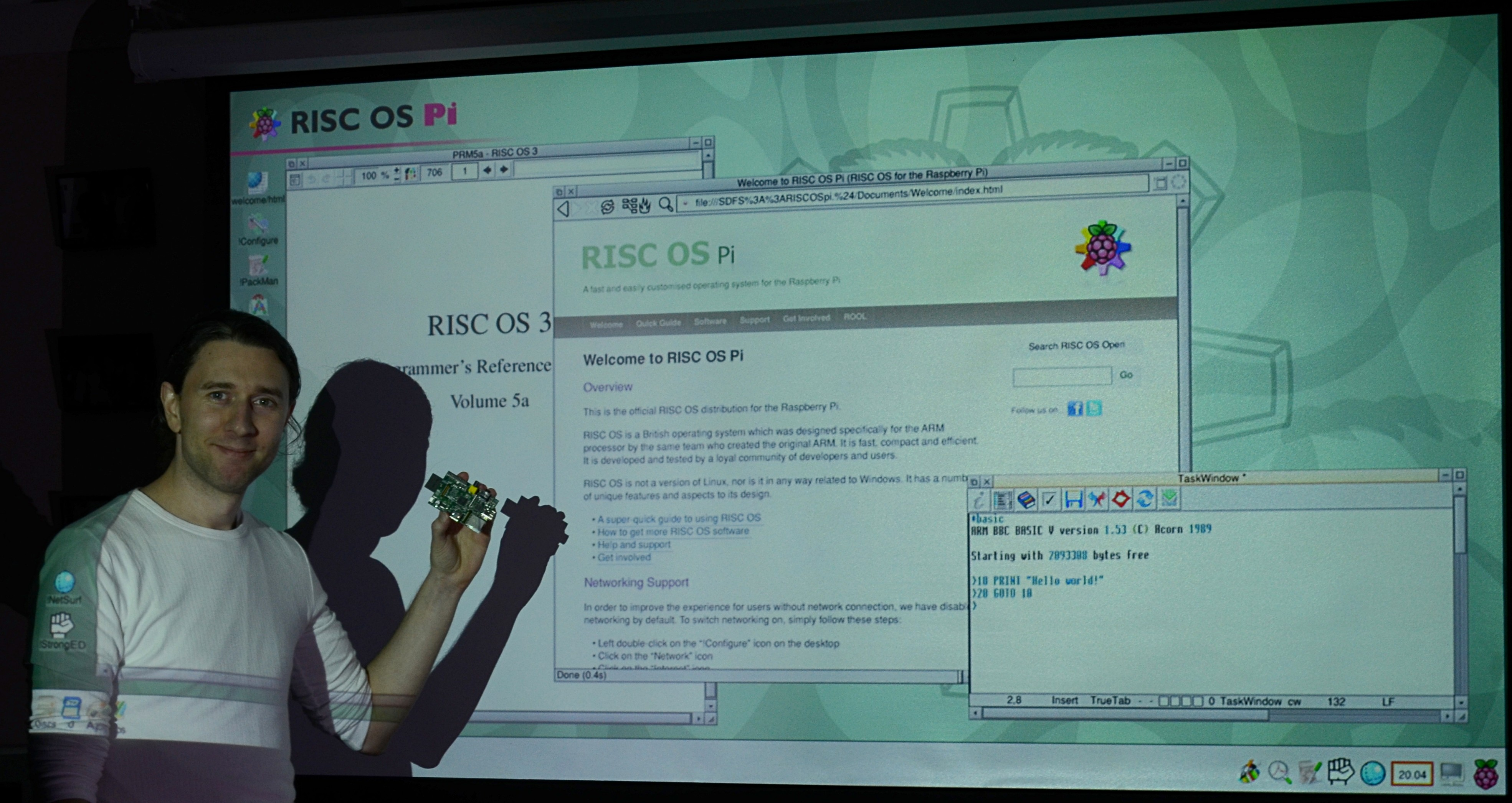 Steve Revill, from ROOL, shows off RISC OS on the Pi