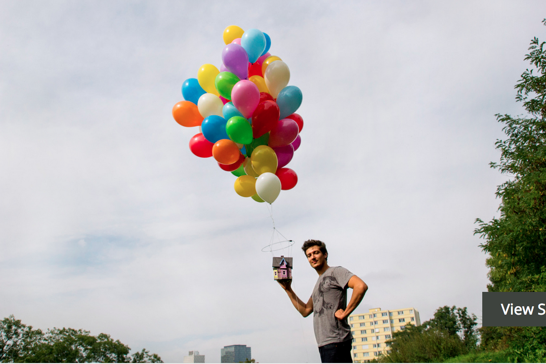 Up House Balloons Upstagram Live Photos From A Tiny House Floating Over Paris