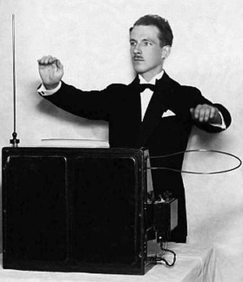 Theremin plays the theremin