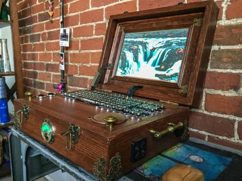Raspberry Pi Steampunk laptop