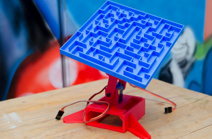 A marble maze atop a mechanised tilting stand