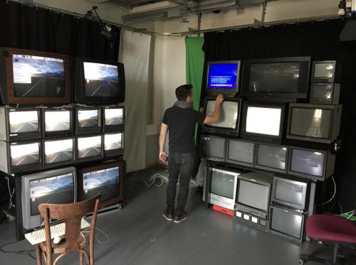 Spiegelbilder Studio's giant CRT video walls - Raspberry Pi