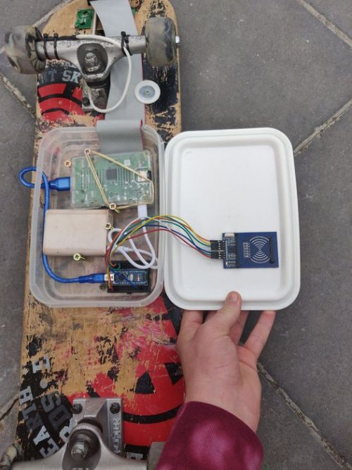 Speed and distance tracking Raspberry Pi skateboard