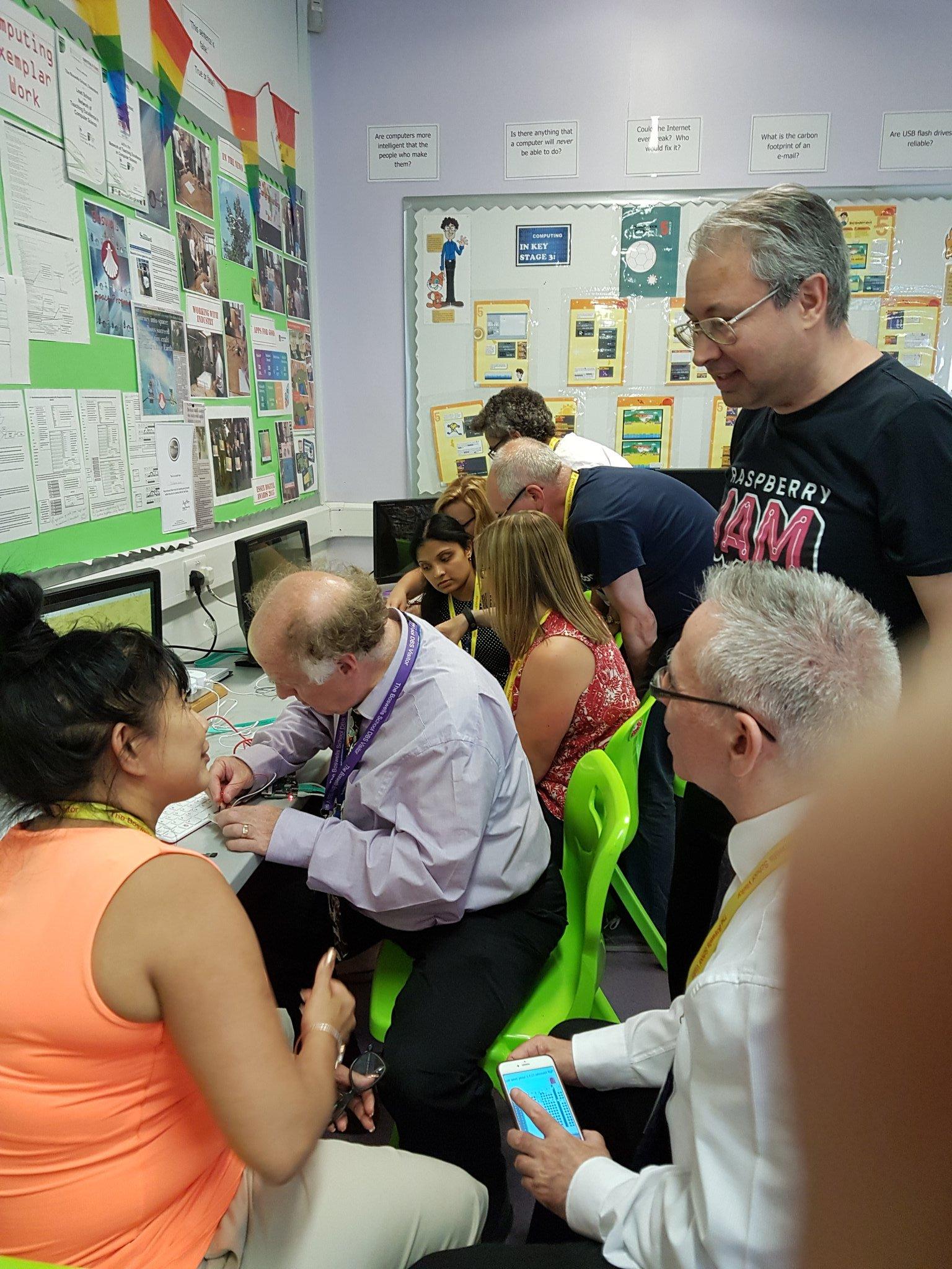 Picademy Bytes: free physical computing training for teachers - Raspberry Pi
