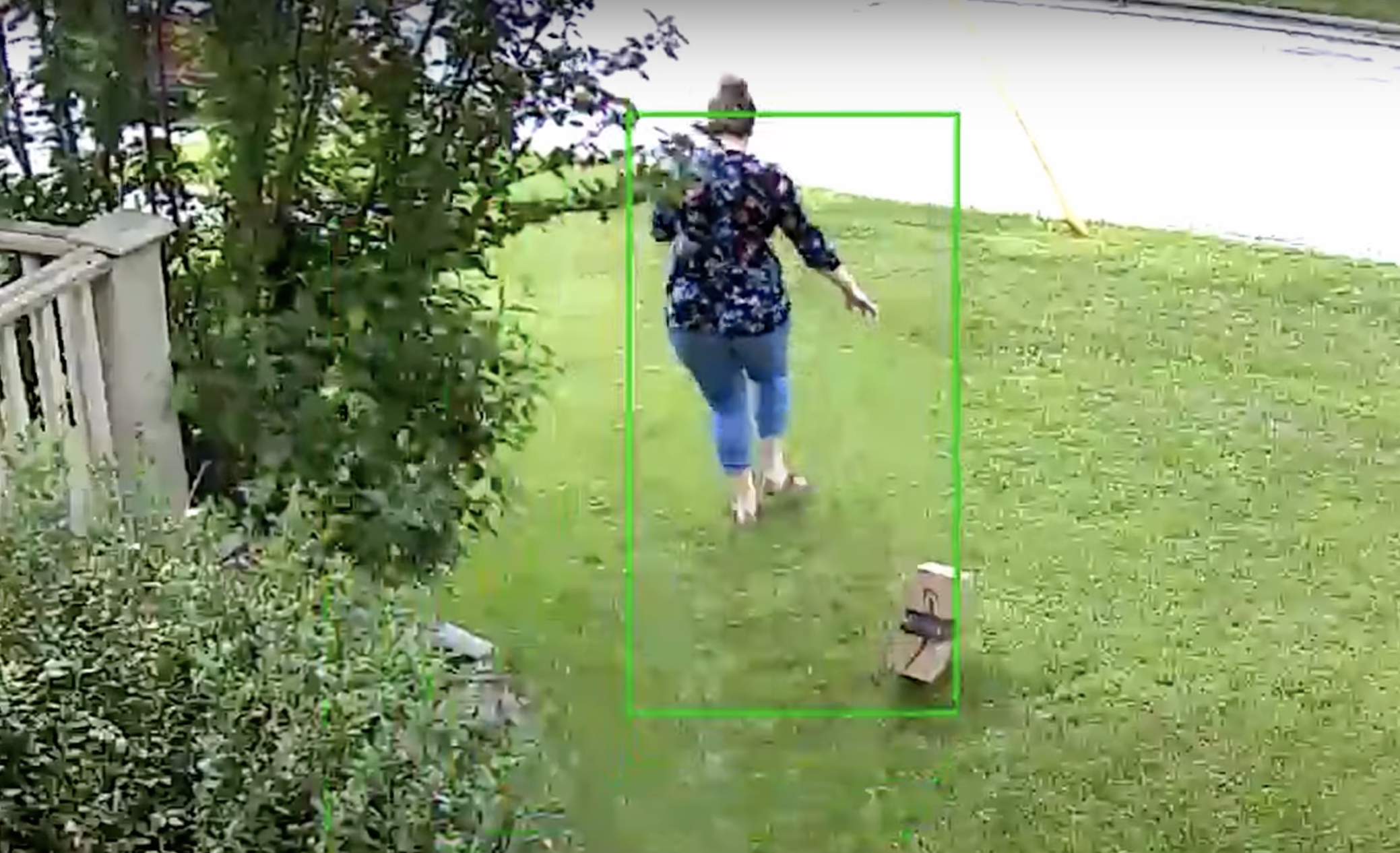 package thief running away