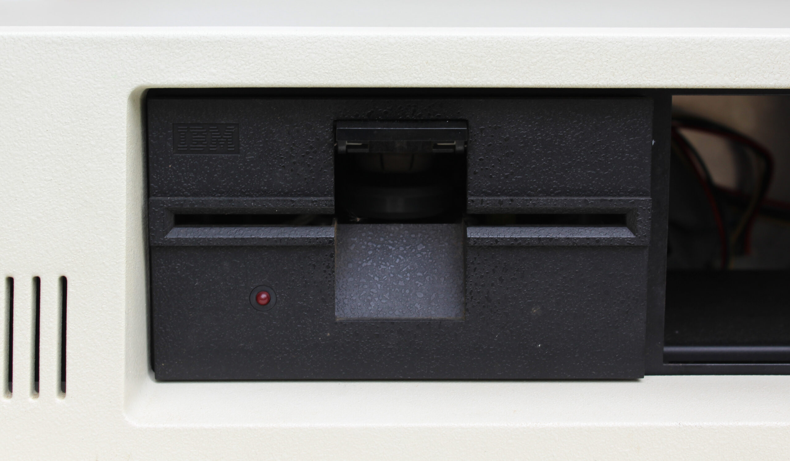 A 5.25in floppy drive was the standard storage system for the 5150, with no hard drive option at launch