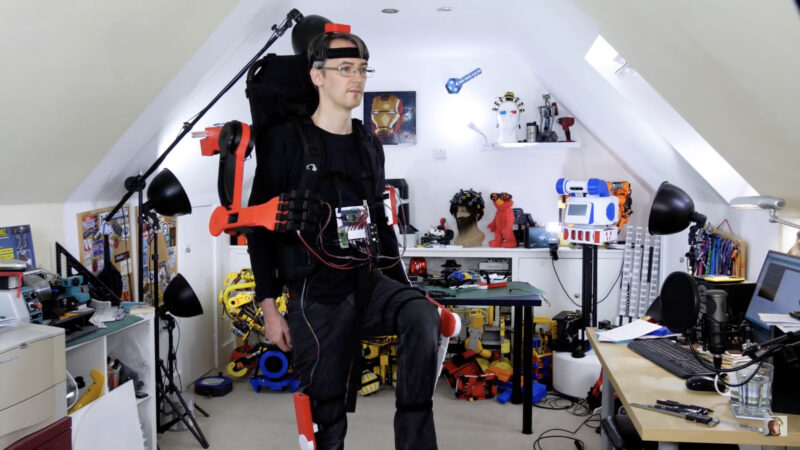 Part of the motion capture suit, the headband is equipped with an IMU to gather movement data